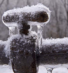 how to minimize risk of freezing pipe